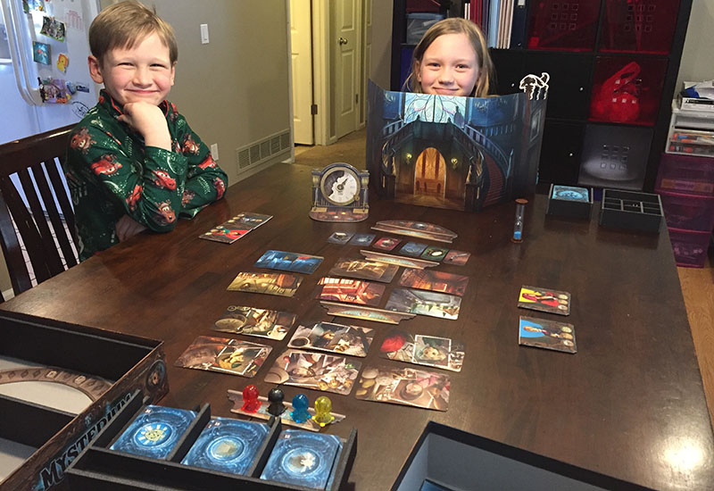 Trying out the new box with a game of Mysterium.